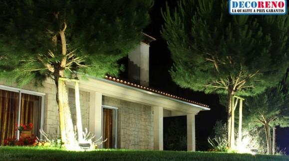 Les projecteurs led ! L' idéal pour mettre en valeur votre jardin et vos espaces extérieurs !