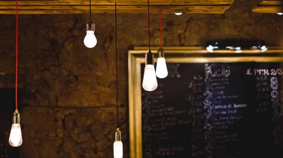 Les fils électriques de couleur, l'idée pour relooker en un instant votre intérieur !